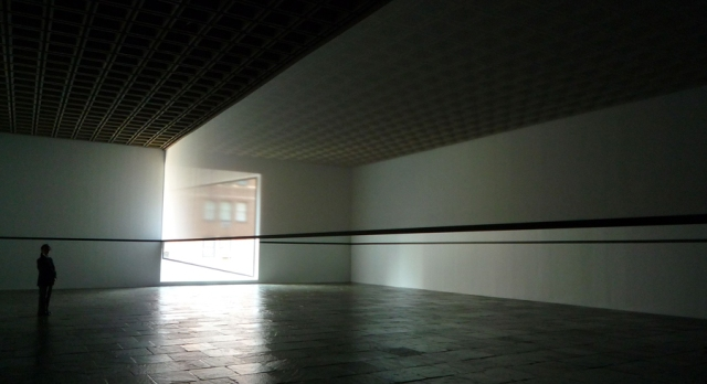 Robert Irwin, Scrim Veil—Black Rectangle—Natural Light, Whitney Museum of American Art, New York (1977), 1977/2013.