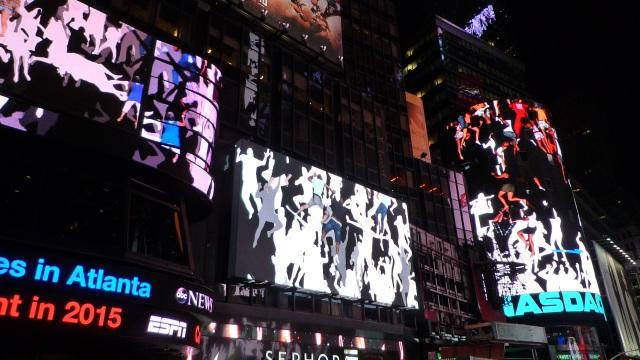 Daniel Canogar, Storming Times Square, 2014. Photo © Kathleen MacQueen.