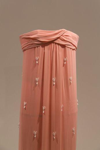 Michael Wang (b. 1981, Olney, MD; lives New York) The Mona Lisa Gown, 2013.